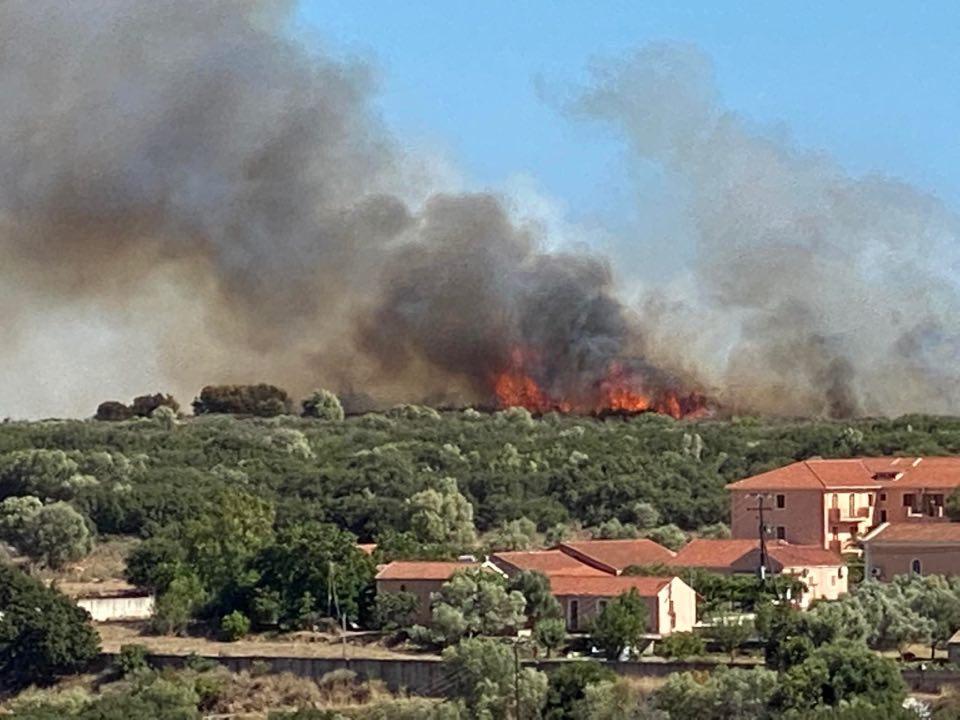 Μεγάλη φωτιά στην Κεφαλονιά – απειλήθηκαν οικισμοί (video – εικόνες)