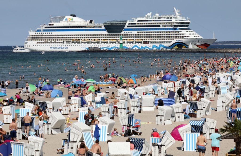 Σχεδόν 44.000 ταξιδιώτες περιμένουν τα αποτελέσματα των τεστ κορονοϊού στη Βαυαρία