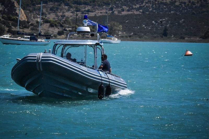Ιος: Hμιβυθίστηκε θαλαμηγός – Επιχείρηση διάσωσης 12 επιβατών