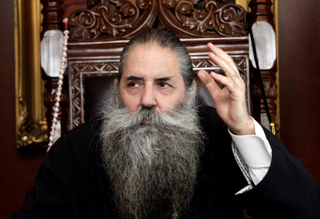 Κράτος εν κράτει ο Πειραιώς Σεραφείμ: Δεν έκανε και τίποτα παράνομο ο ιερέας στο Κουκάκι