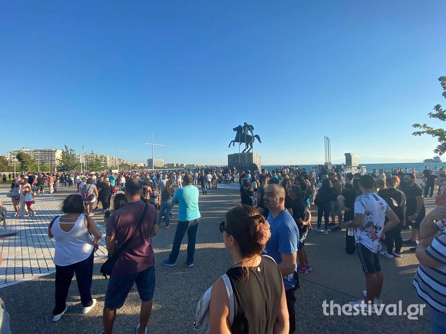 Θεσσαλονίκη: Γονείς διαδηλώνουν κατά της χρήσης μάσκας στα σχολεία (εικόνες)