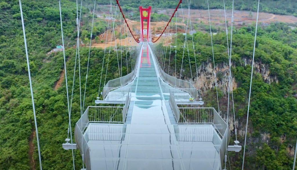 Κίνα: Η πιο μεγάλη γέφυρα με… γυάλινο πάτωμα (Photos & Video)