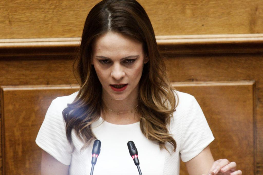 Αχτσιόγλου: Κανείς δεν μπορεί να έχει εμπιστοσύνη στον κ. Μητσοτάκη