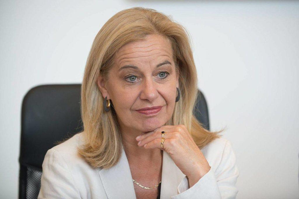 Η Ολλανδή πρόξενος… σεντράρει την κυβέρνηση: «Οι ελληνικές αρχές διενεργούν ελάχιστα τεστ covid στα νησιά»