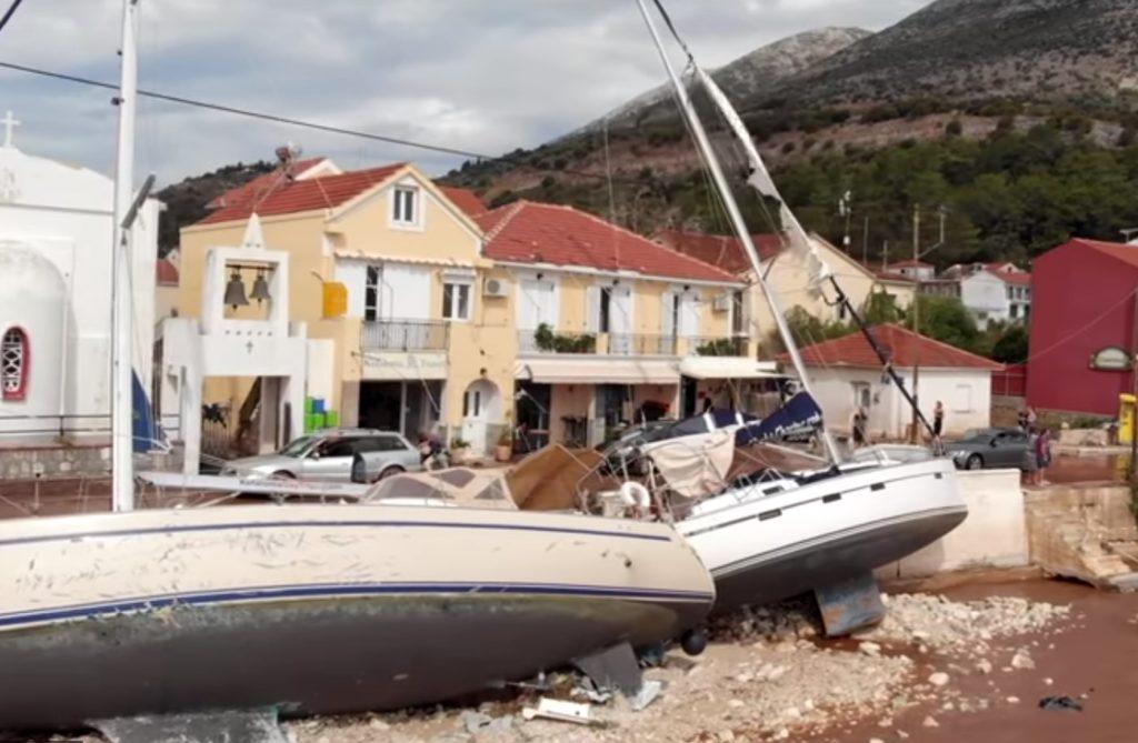 Ο Ιανός σάρωσε τα λιμάνια της Κεφαλλονιάς βυθίζοντας 43 σκάφη όλων των ειδών (Video)