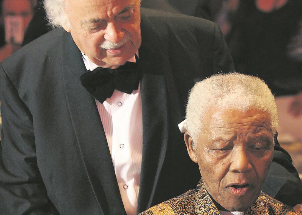 Τζορτζ Μπίζος: «Ο Μαντέλα ήταν ελεύθερη ψυχή ακόμη και πίσω από τα κάγκελα»