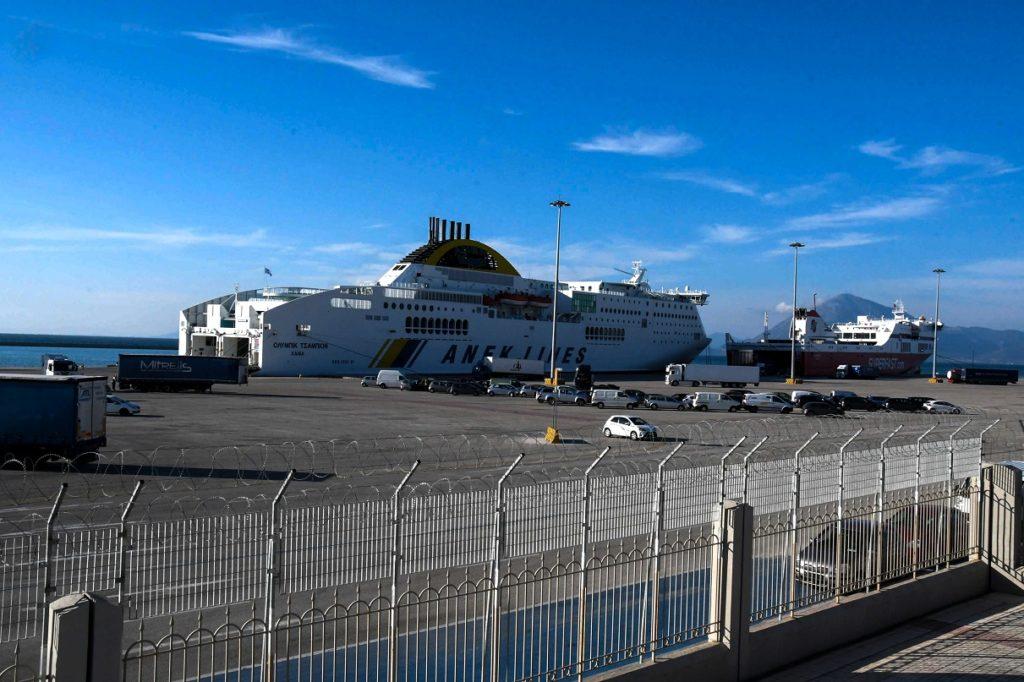 Ο «Γολγοθάς» των φορτοεκφορτωτών στο λιμάνι της Πάτρας
