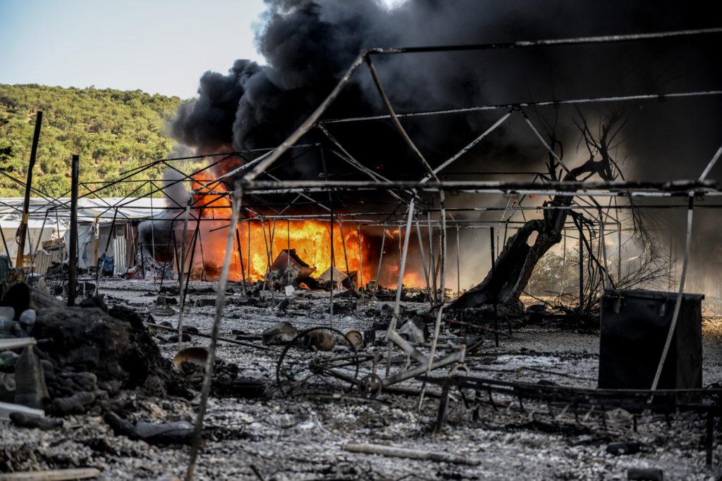 Ποιος έκαψε τη Μόρια; – Το αποκαλυπτικό ρεπορτάζ του BBC για το ολοκαύτωμα στο ΚΥΤ (Video)