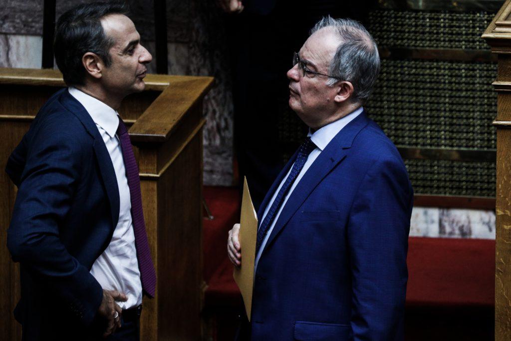 Παρά τις διαρροές Μαξίμου ο Τασούλας δεν παίρνει πίσω τον διορισμό Ζαρούλια αλλά «παγώνει» την ανάληψη καθηκόντων