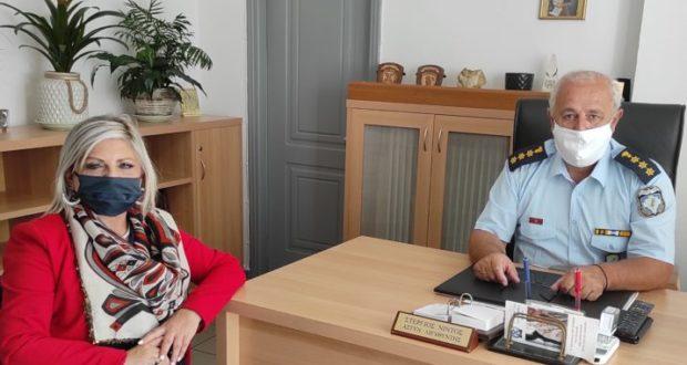 Τρίκαλα: Διευθύντρια Δευτεροβάθμιας εξήρε το… ρόλο της αστυνομίας στην εκπαίδευση!