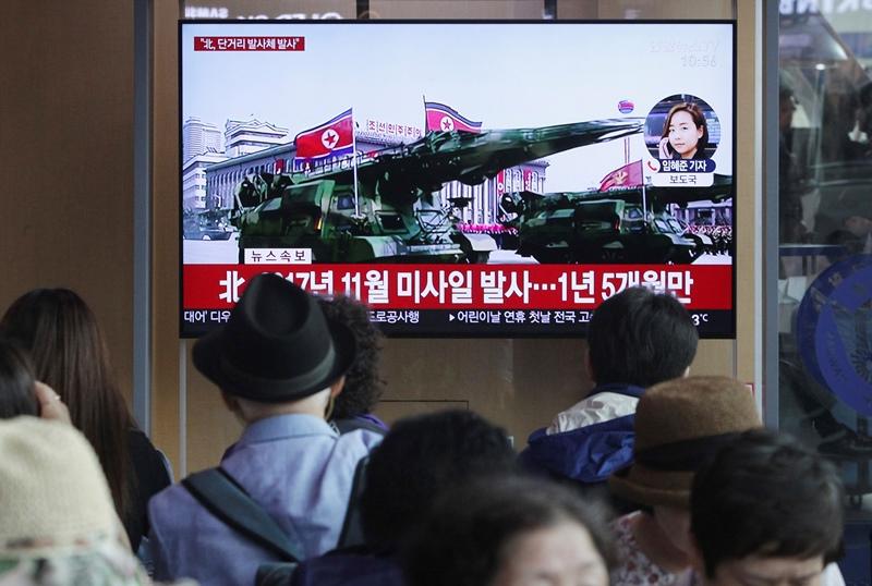 Η Βόρεια Κορέα παρουσίασε έναν μεγάλο, διηπειρωτικό πύραυλο, για πρώτη φορά από το 2018