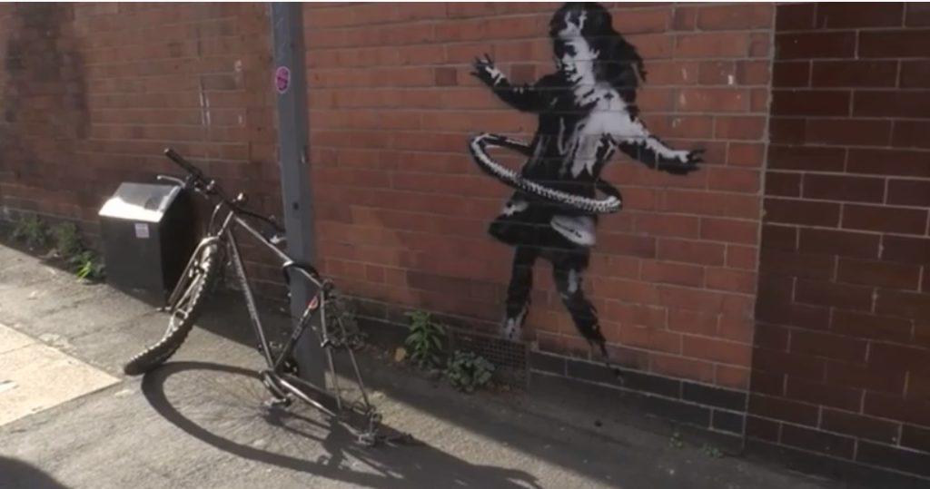 Banksy: Ναι είναι δικό μου το έργο στο Νότιγχαμ το κορίτσι με το χούλα-χουπ