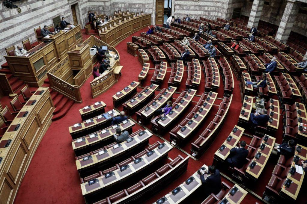Βουλή: Διορθωτική τροπολογία για άρση ποινικών κυρώσεων σε αιρετούς και υπαλλήλους ΟΤΑ