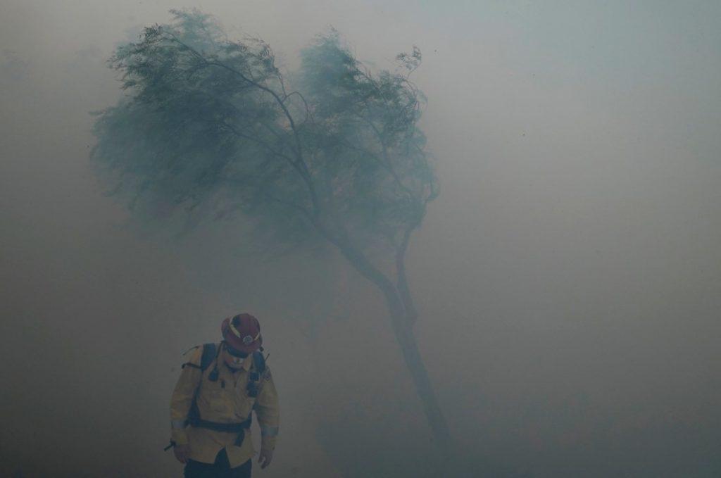 «Συναγερμός» στην Καλιφόρνια: Μεγάλη πυρκαγιά – Απομακρύνθηκαν 60.000 από τις εστίες τους