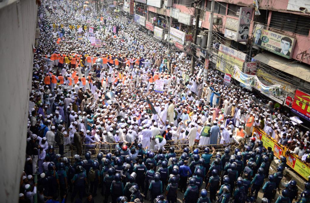 Μπανγκλαντές: Χιλιάδες άνθρωποι διαδήλωσαν κατά της Γαλλίας – Καλούν σε μποϊκοτάζ