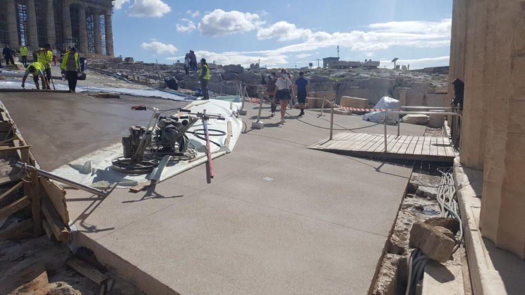 Η κυβέρνηση του Κυριάκου Μητσοτάκη τσιμεντώνει την Ακρόπολη (Photos)