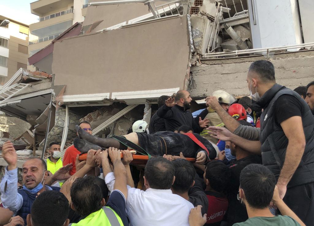 Σμύρνη: Τουλάχιστον 25 νεκροί και πάνω από 800 τραυματίες από τον ισχυρό σεισμό (Photos/Videos)