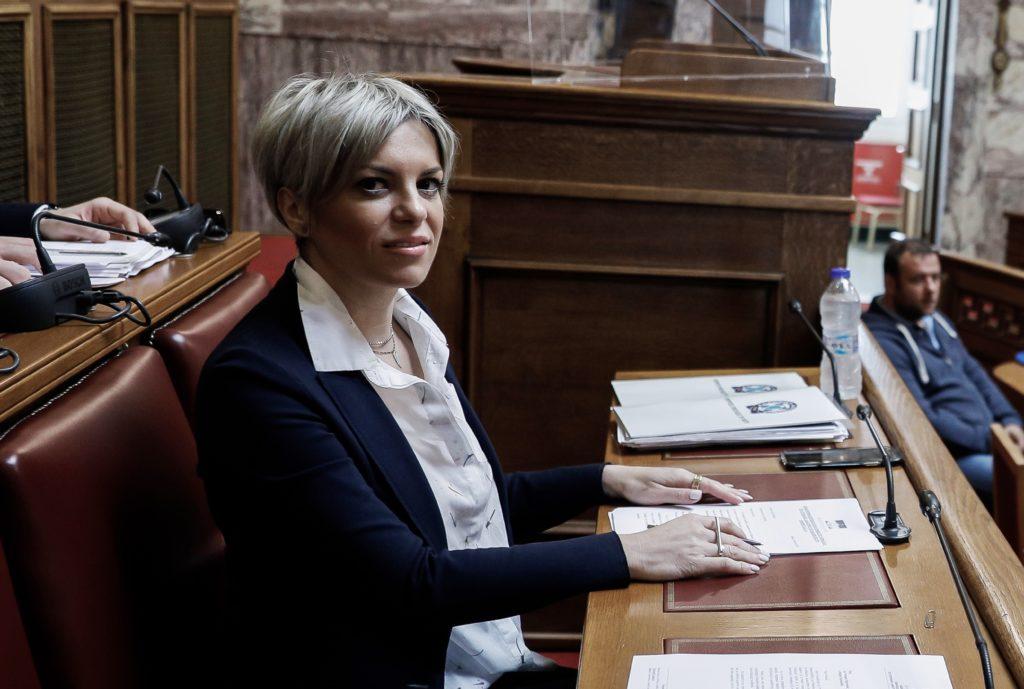 Σοφία Νικολάου: Μετά τα αμορτισέρ, δίνει 291.659 ευρώ για προμήθεια αντισηπτικών και μασκών σε εταιρεία διανομής τροφίμων και ποτών