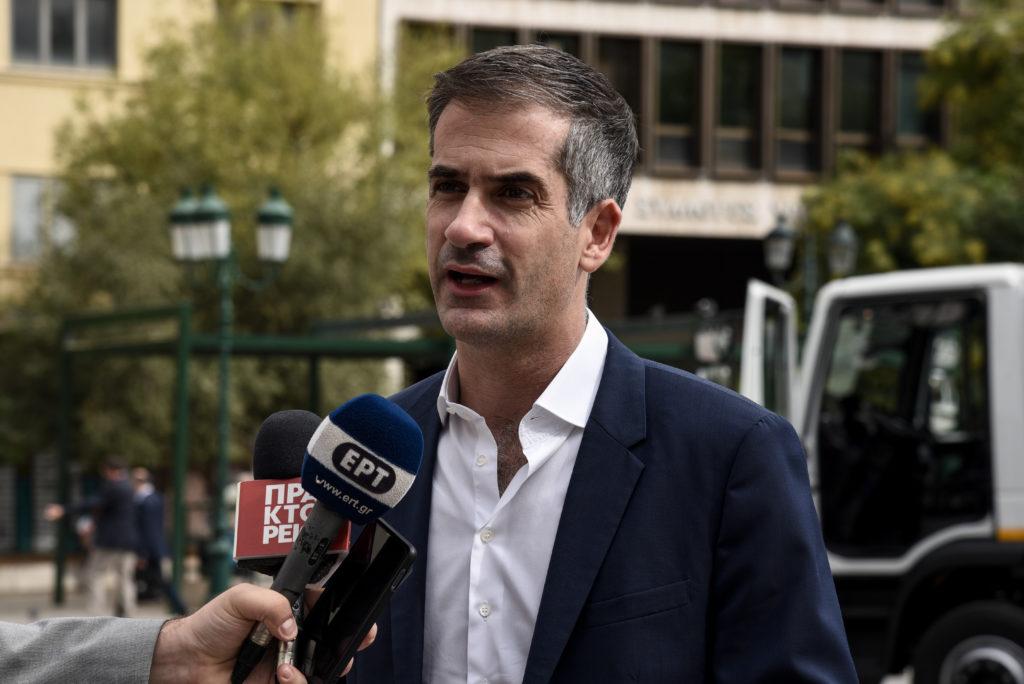 Ο Κώστας Μπακογιάννης επιμένει στο στολισμό της Αθήνας με κόστος άνω των 800.000€