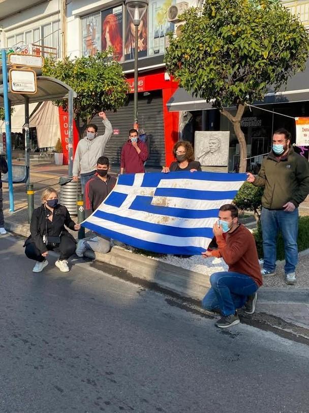 Η σημαία του Πολυτεχνείου στο μνημείο του Παύλου Φύσσα (Photos)