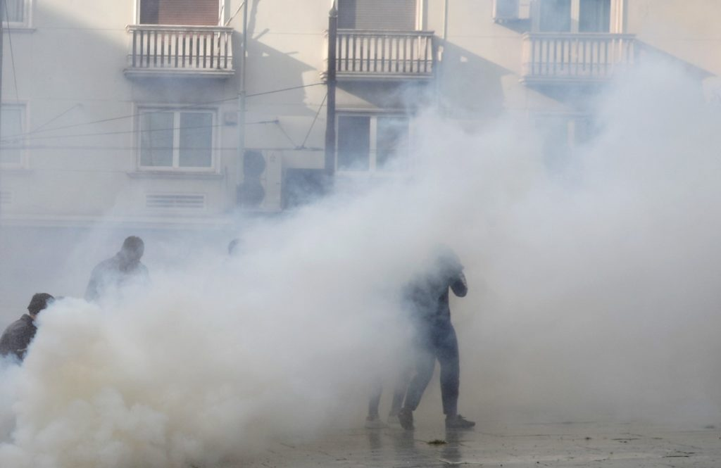 «Καμπανάκι» από τις ΗΠΑ για τον ρόλο των δακρυγόνων στην εξάπλωση του κορονοϊού