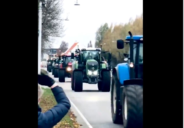 Δανία: Διαμαρτυρία με τρακτέρ στους δρόμους της Κοπεγχάγης από τους εκτροφείς βιζόν (video)