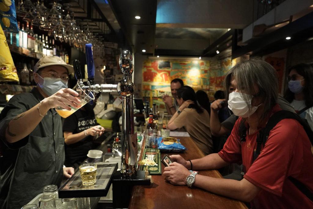 Χονγκ Κονγκ-κορονοϊός: Οι αρχές θα κλείσουν τα μπαρ και τα νυχτερινά κέντρα για τρίτη φορά
