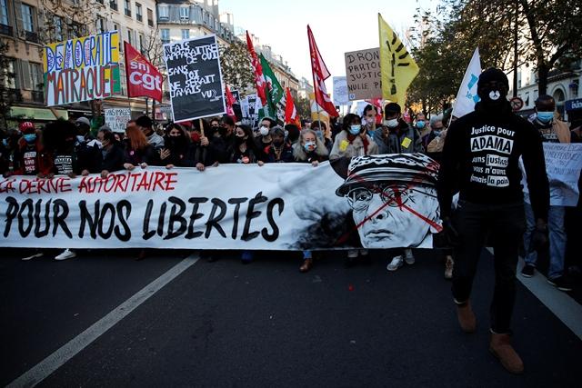 Γαλλία: Δακρυγόνα κατά πολιτών που διαμαρτύρονταν για την αστυνομική βία