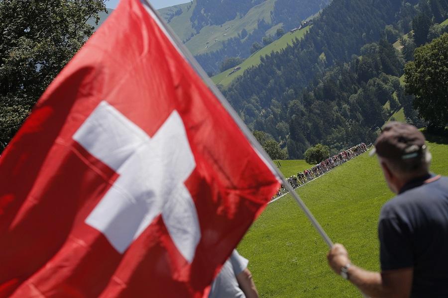 Deutsche Welle – Χαλαροί οι Ελβετοί με τον κορονοϊό – Η οικονομία πάνω από την υγεία