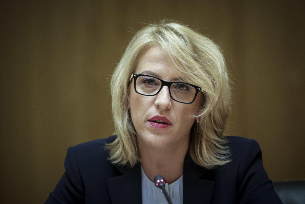 Η Δούρου καταγγέλλει fake news για τα κλειστά σχολεία – «Καρφιά» σε ΜΜΕ που έπαιξαν την «είδηση»