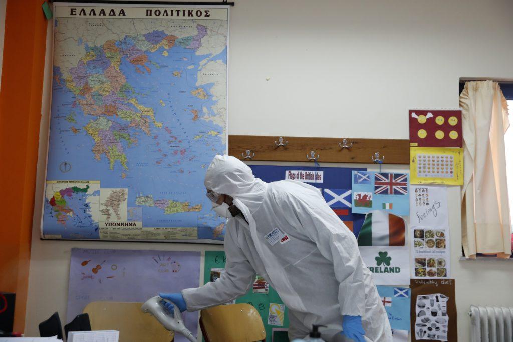 Κορονοϊός: Κλειστά τα σχολεία σε όλη τη χώρα – Νέα μέτρα θα ανακοινώσει ο πρωθυπουργός