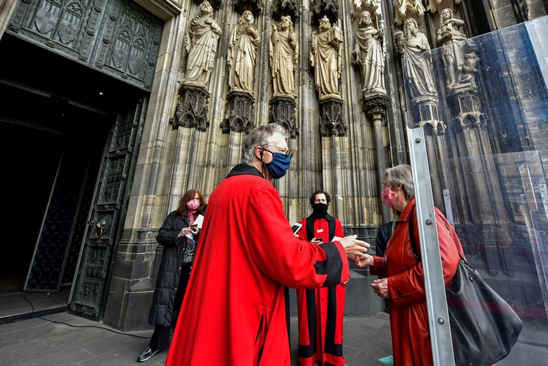 Γερμανία: Πάνω από 150 κρούσματα κορονοϊού συνδέονται με εκκλησίες στην Έσση – σταματούν οι λειτουργίες