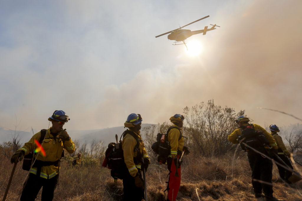 ΗΠΑ: Πυροσβέστες προσπαθούν να θέσουν υπό έλεγχο πυρκαγιά στη Νότια Καλιφόρνια