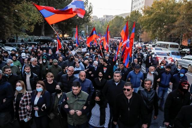Αρμενία: Χιλιάδες διαδηλωτές στους δρόμους κατά της κυβέρνησης