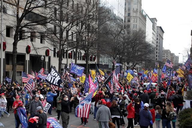 «Τέσσερα χρόνια ακόμα» — διαδήλωση χιλιάδων οπαδών του Τραμπ στην Ουάσινγκτον