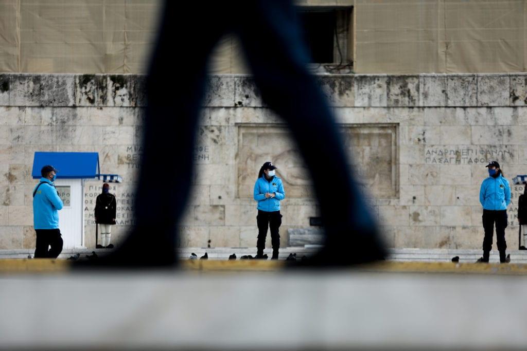 Η Ελλάδα ουραγός της δημοκρατίας στην Ευρώπη με «μείζονες δημοκρατικές παραβιάσεις»