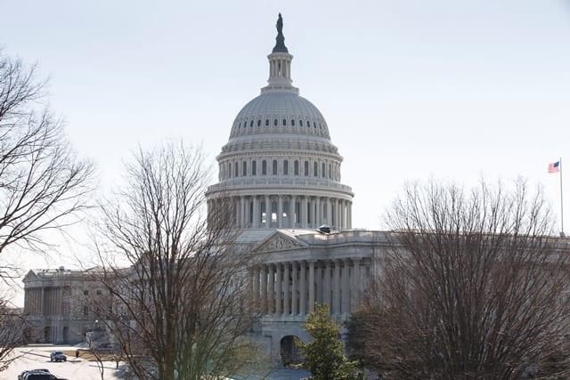 ΗΠΑ – κορονοϊός: Ρεπουμπλικάνοι και Δημοκρατικοί συμφώνησαν για πακέτο βοήθειας 900 δισεκ. δολαρίων στους πληγέντες