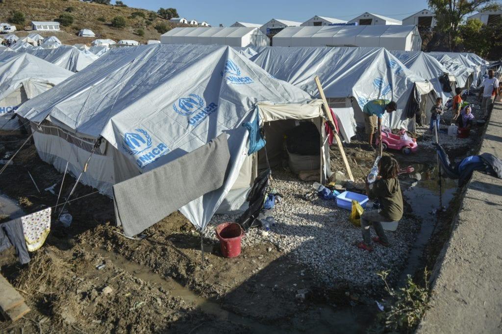 Die Zeit για Καρά Τεπέ: «Αρουραίοι δαγκώνουν μωρά στις βρεγμένες σκηνές» – Χειρότερα και από Ιράκ ή Σουδάν