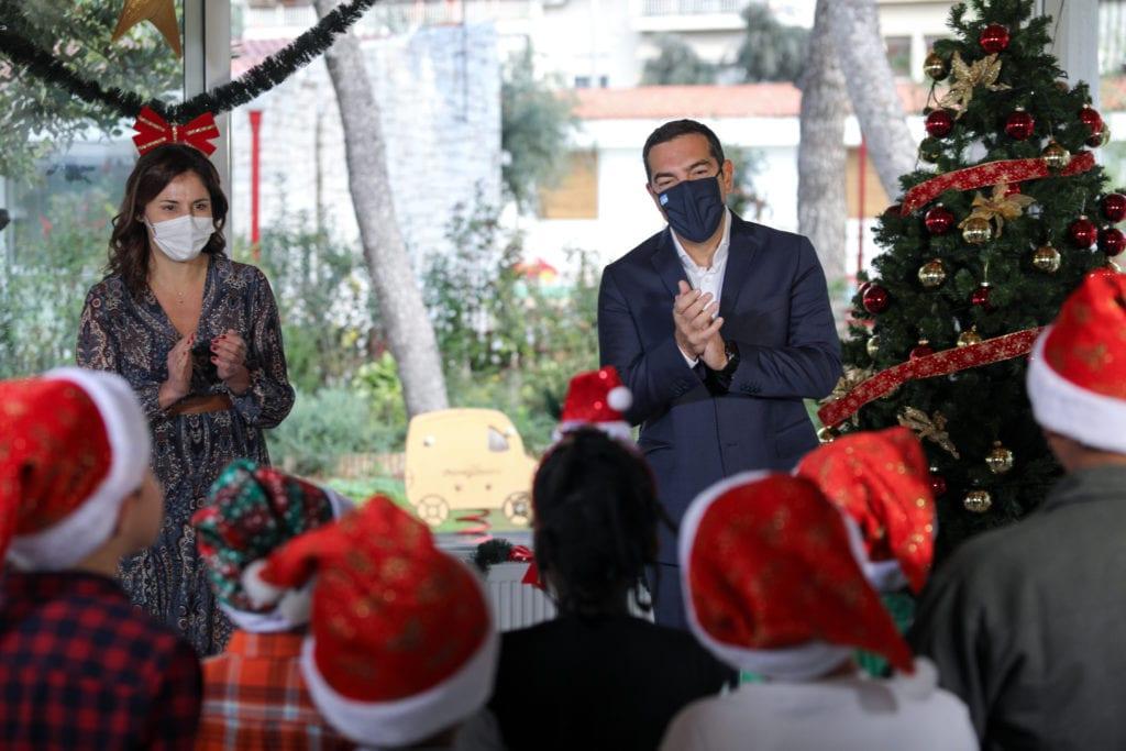 Κάλαντα από τα παιδιά του Πρότυπου Εθνικού Νηπιοτροφείου στον Αλέξη Τσίπρα (Photos & Video)
