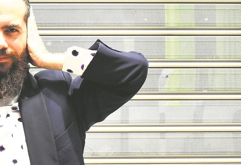 Άρης Ασπρούλης: «Η ζωή συνεχώς εκπλήσσει» – Συνέντευξη στο Documento