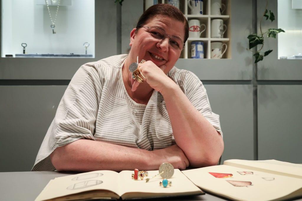 Έλενα Βότση: Από την Ύδρα στα πέρατα του κόσμου