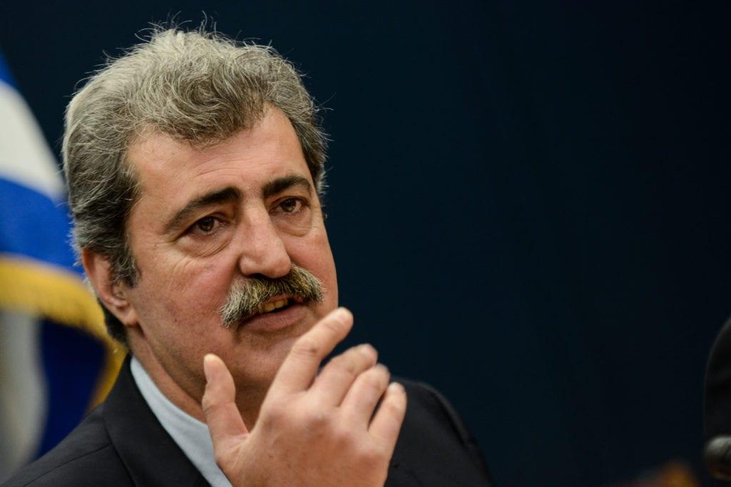 Ο Πολάκης απονέμει το «χρυσό μετάλλιο» διασπάθισης δημοσίου χρήματος