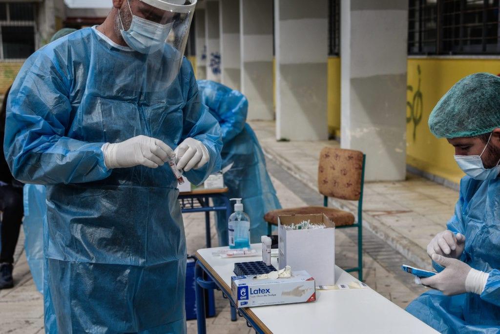 Αναφορά «βόμβα» από Αυγέρη: «Ο ΕΟΔΥ επεξεργάζεται τα προσωπικά ιατρικά δεδομένα ασθενών Covid-19»