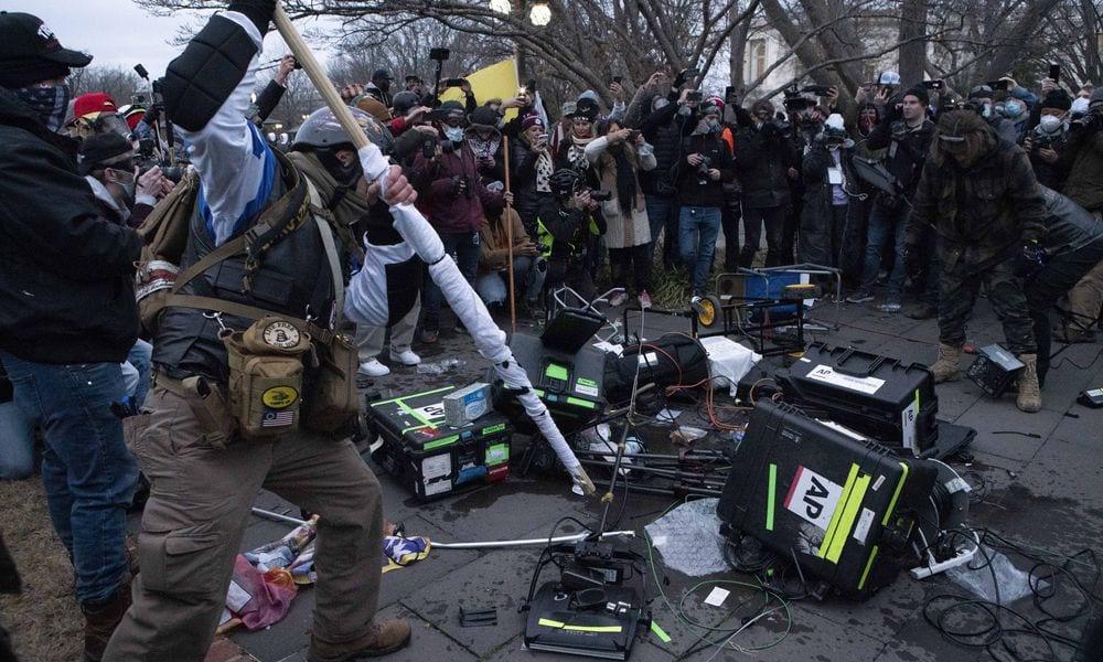 ΗΠΑ: Το FBI συλλέγει οπτικοακουστικό υλικό από τα επεισόδια στο Καπιτώλιο