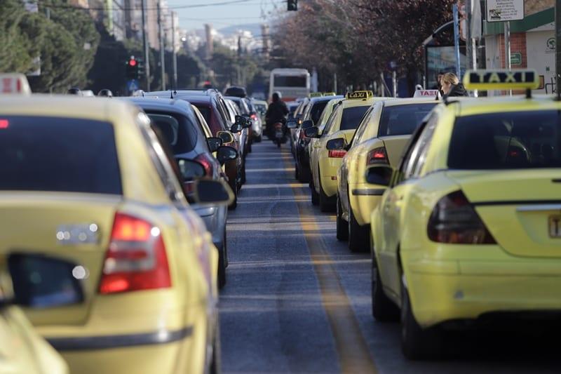 Αυξάνεται το όριο επιβατών σε ΙΧ, ταξί, διπλοκάμπινα, μικτής χρήσης και τύπου ΒΑΝ οχήματα