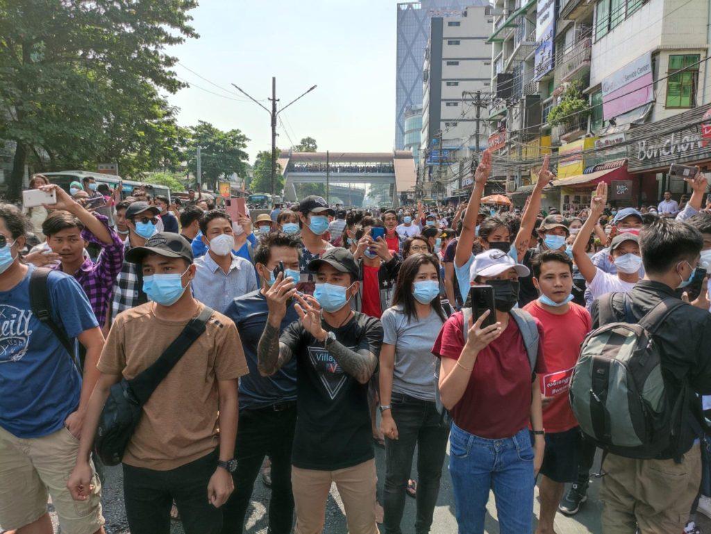 Μιανμάρ: Μαζικές διαδηλώσεις κατά της χούντας, χωρίς μέσα κοινωνικής δικτύωσης (Photos+Video0