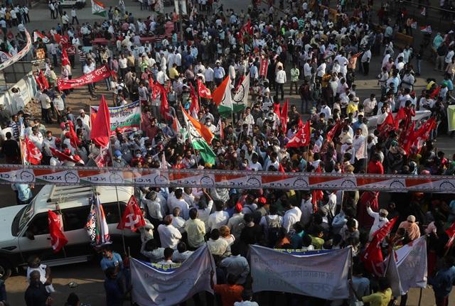 Ξεσηκωμός των αγροτών στην Ινδία – ζητούν την ανάκληση των μεταρρυθμίσεων