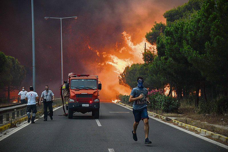Εστελναν ελικόπτερα στη Motor Οil,  ενώ η φωτιά είχε ελεγχθεί