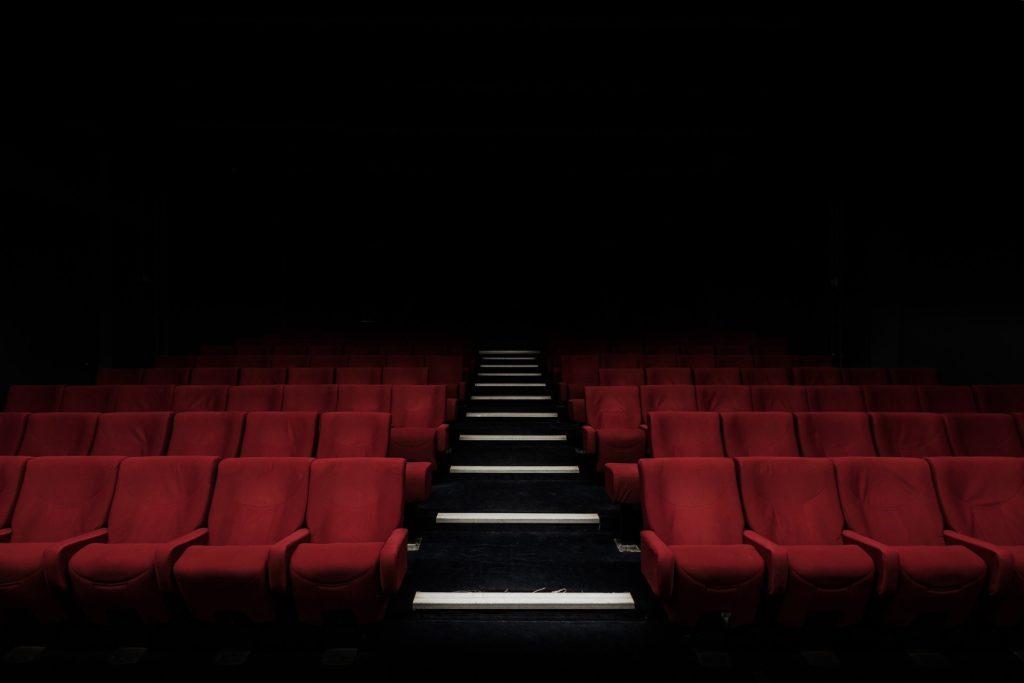 Κατά γνωστού σεναριογράφου 12 ηθοποιοί: «Όλες οι γυναίκες της Αριστεράς της ΕΡΤ έχουν περάσει από το κρεβάτι μου»