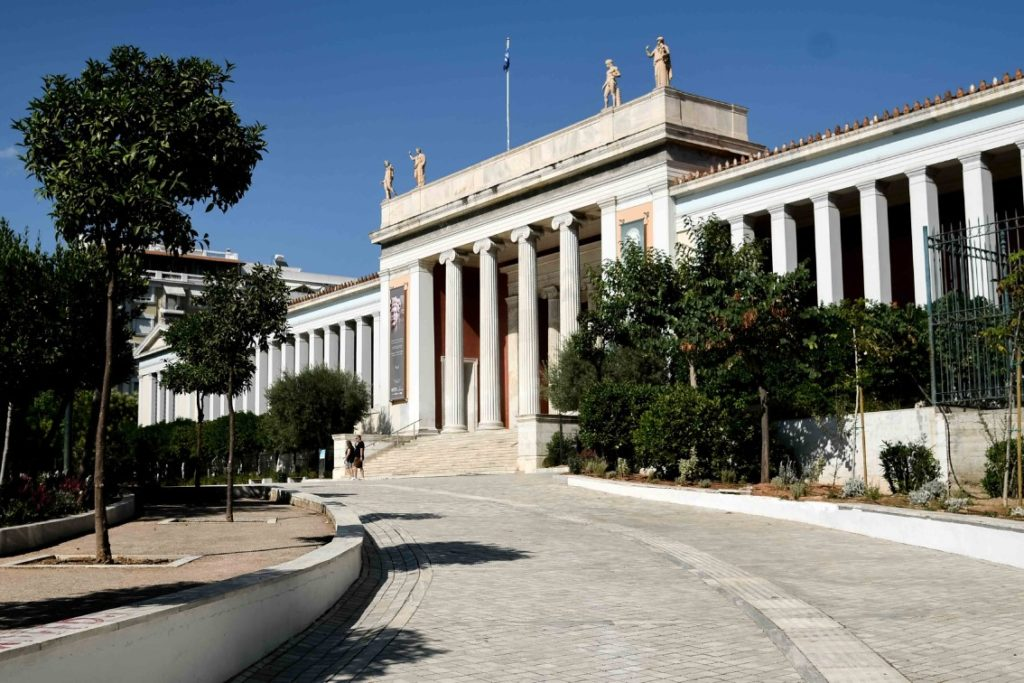 Αρχαιολογικό Μουσείο: «Φούντωσε» ο κορονοϊός όσο η Μενδώνη «διαχειρίζεται» την υπόθεση Λιγνάδη
